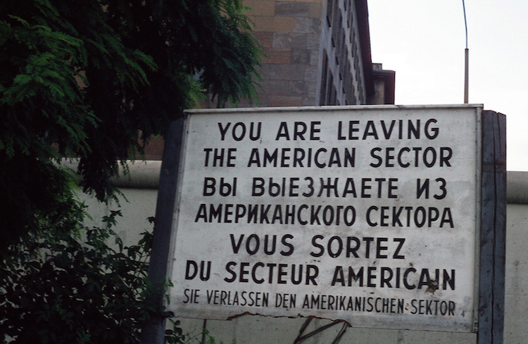 D18_you are leaving the American sector_nu zinloos