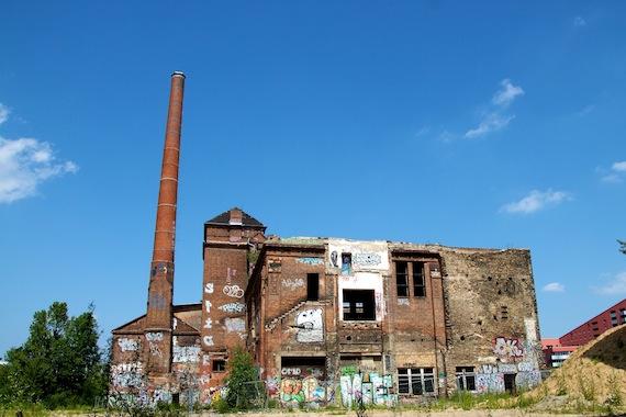 Eisfabrik; verlaten ijsfabriek in Kreuzberg