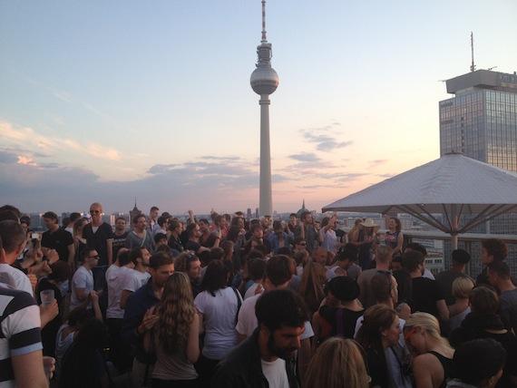 Open air parties in Berlijn; zondagse zomercultuur