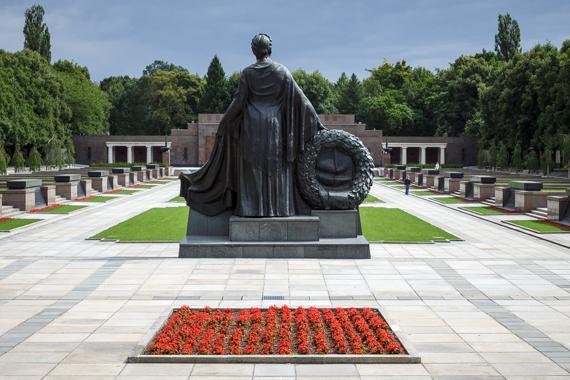 Sowjetisches Ehrenmal in Schönholzer Heide