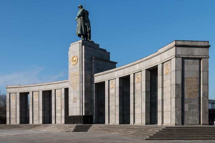 Sowjetisches Ehrenmal in Tiergarten