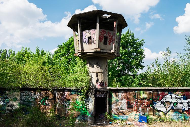 De verlaten DDR-wachttoren in Weißensee